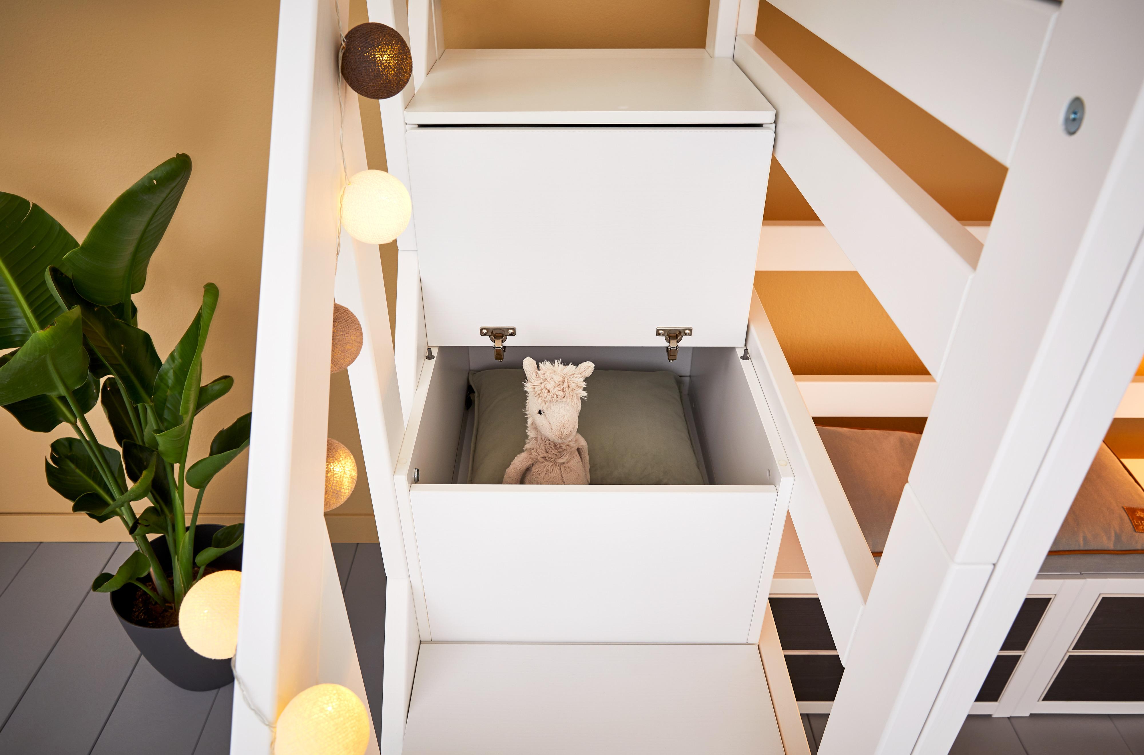 Hochbett mit Treppe