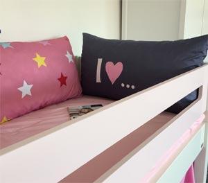Manis-h Kissen im Kinderzimmerhaus